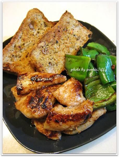 嫩烤雞柳+香料青椒+手工蒜香雜糧麵包