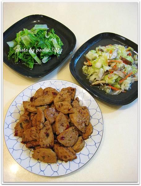 乾燒辣味貢丸+鮮香菇炒高麗菜+清燙小白菜
