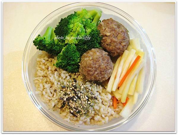 【紅燒雞蛋豆腐。蔭瓜肉丸子。清炒姣白筍。燙花椰菜】