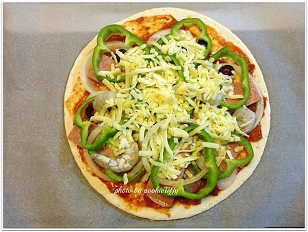 火腿蝦仁蔬食披薩 (火腿/洋蔥/青椒/黑橄欖/蝦仁)