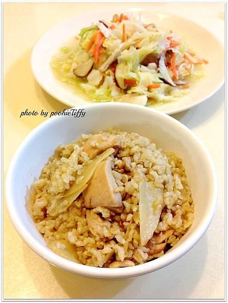 清炒鮮菇高麗菜。麻油雞飯
