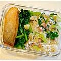 【上海菜飯。蒜炒波菜。嫩煎鮭魚排】