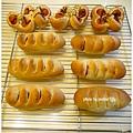 20121208 造型熱狗麵包 (1)