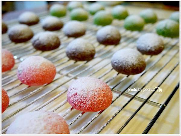 20121224 三色雪球 (巧克力雪球。草莓雪球。抹茶雪球) (8)