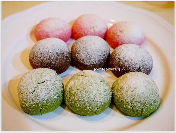 20121224 三色雪球 (巧克力雪球。草莓雪球。抹茶雪球) (10)