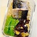 【鹽烤鯖魚。黑木耳炒蛋。清炒荷蘭豆】