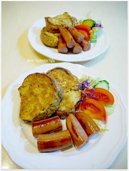 今晚吃早餐 XD 【法式吐司(自製黑麥全麥迷你小吐司)。新鮮生菜。嫩煎德式脆腸】