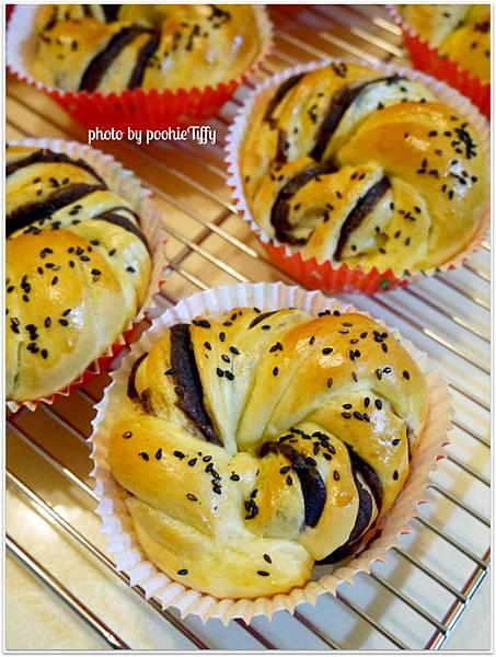 20130129 紅豆花捲麵包 (6)