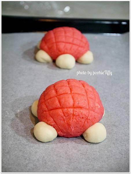 20130203 草莓菠蘿烏龜麵包 (4)