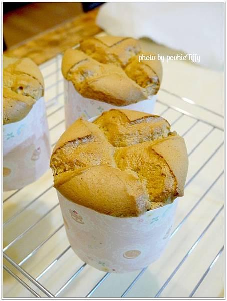 20130226 拿鐵咖啡戚風蛋糕 (1)