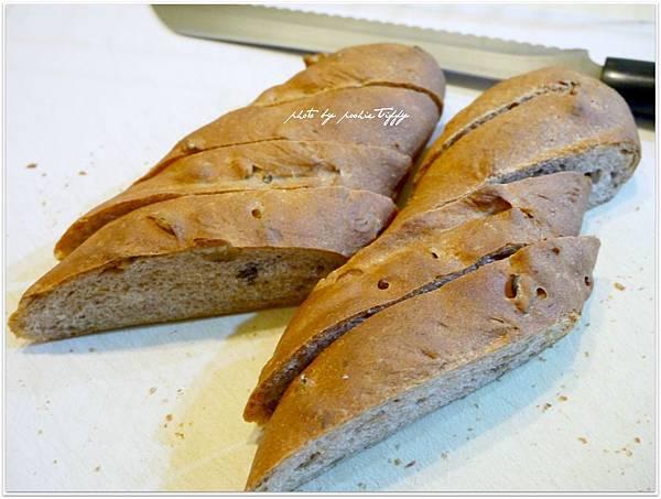 20130316 全麥核桃法國麵包 (4)