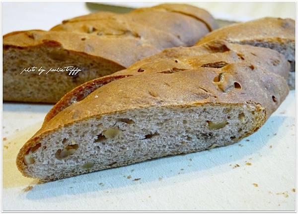 20130316 全麥核桃法國麵包 (6)