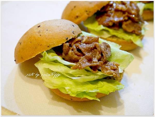 20130318 全麥芝麻照燒豬肉小漢堡 (9)