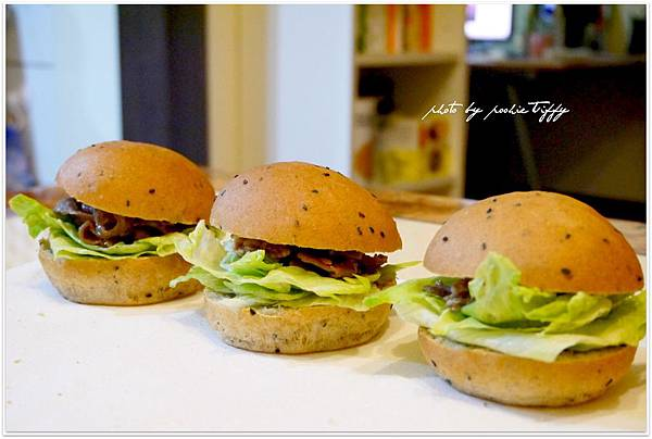 20130318 全麥芝麻照燒豬肉小漢堡 (10)