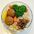 【蔭瓜肉丸子。清燙蔬菜。辣炒小魚干。糙米飯】