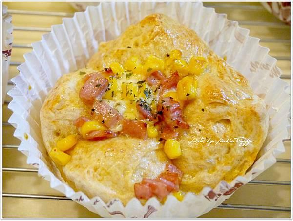 20130325 玉米火腿全麥麵包 (1)