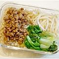 【肉燥飯便當】 自製肉燥。清燙大陸妹。清炒豆芽菜