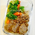 【肉燥飯。燙青菜。滷蔬菜魚丸】