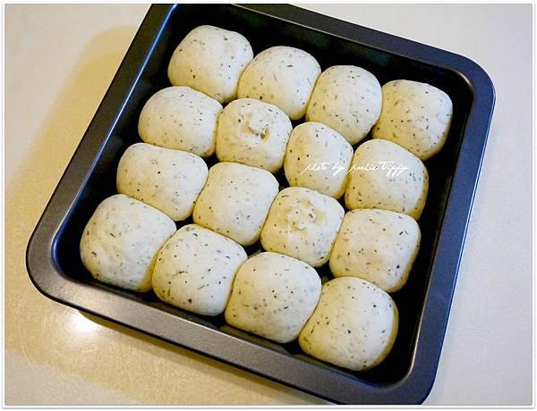 20130401 鮪魚玉米香料手撕麵包 (2)