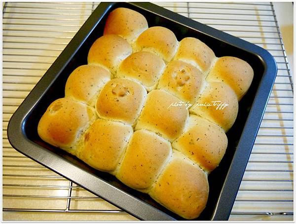 20130401 鮪魚玉米香料手撕麵包 (3)
