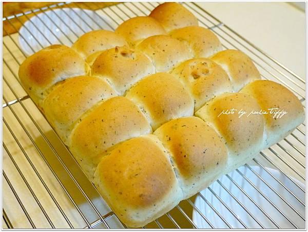 20130401 鮪魚玉米香料手撕麵包 (6)
