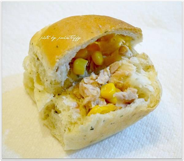 20130401 鮪魚玉米香料手撕麵包 (8)