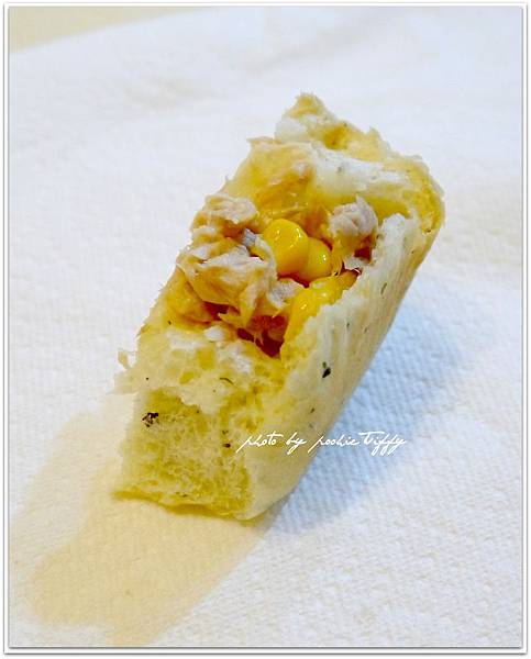 20130401 鮪魚玉米香料手撕麵包 (9)