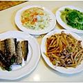 【竹筍炒肉絲。清燙大陸妹。清炒高麗菜。鹽烤秋刀魚】