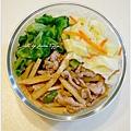 【竹筍炒肉絲。清燙大陸妹。清炒高麗菜】
