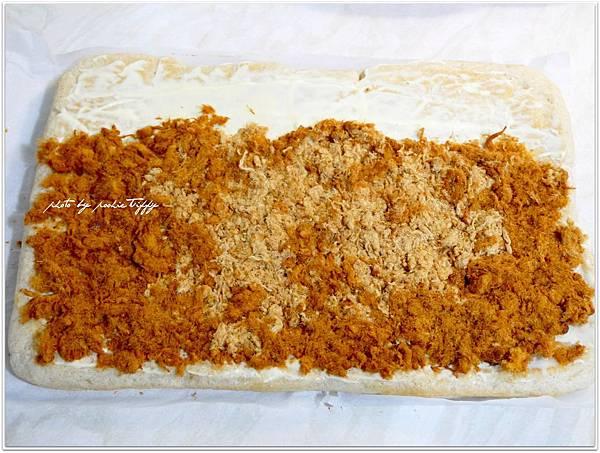 20130409 香蔥肉鬆麵包捲 (7)