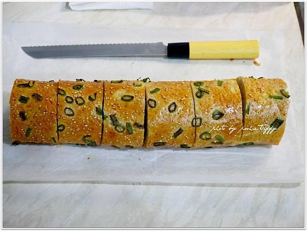 20130409 香蔥肉鬆麵包捲 (9)
