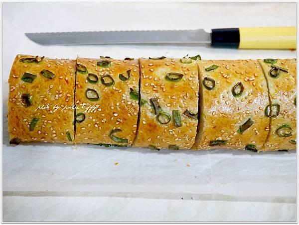 20130409 香蔥肉鬆麵包捲 (10)