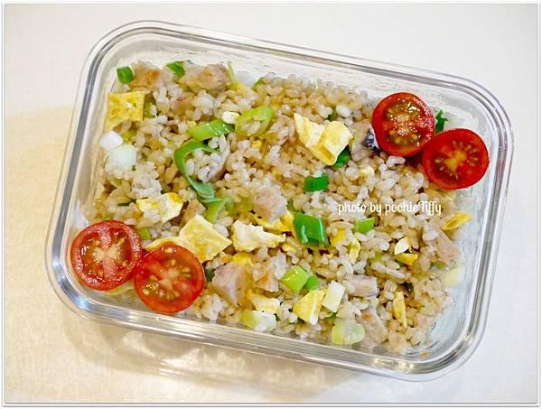 【蔥花糙米蛋炒飯】