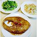 【紅燒鮮海魚。清炒小松菜。清炒高麗菜】