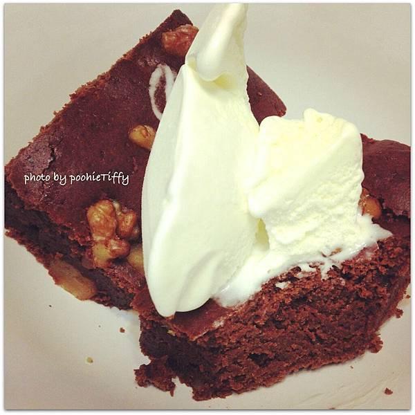 20130427 自製巧克力布朗尼佐香草冰淇淋
