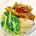 【蛋黃香菇花生豬肉粽。清燙小松菜。辣炒小管】