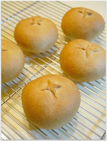 【全麥肉鬆包餡麵包】