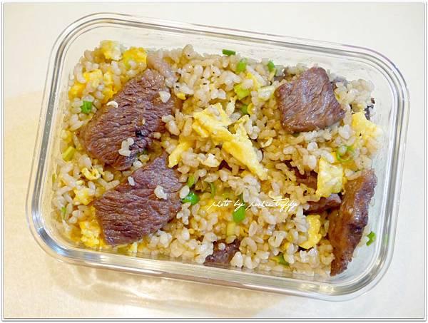 【牛小排蔥花糙米蛋炒飯】
