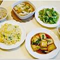 【清蒸石斑魚。清燙大陸妹。洋蔥炒蛋。紅燒豆腐。糙米飯】