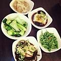 小菜(燙青菜/涼拌龍鬚菜/滷海帶豆干/皮蛋豆腐/醉雞)
