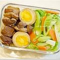 【辣味蔥燒滷肉。滷蛋。清燙高麗菜嬰】