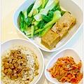 【清燙青江菜。滷手工方塊豆腐。糙米肉燥飯。宗家府泡菜】