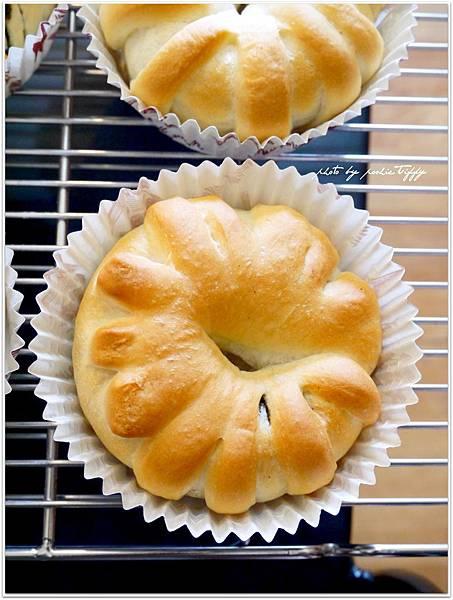 20130810 黑芝麻醬麵包 (6).JPG