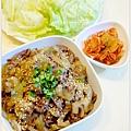 【韓式鐵盤炒牛肉。宗家府泡菜。美生菜】