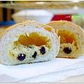 20130909 葡萄乾奶酥麵包 (4).JPG
