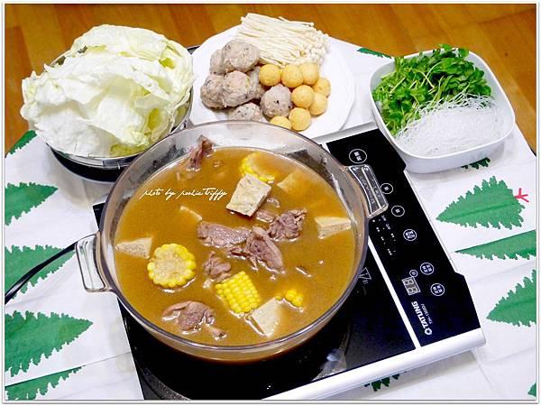 【薑母鴨。玉米/凍豆腐/自製魚丸/黃金魚蛋/高麗菜/金針菇/小豆苗】