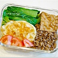 【肉燥飯便當】有機蕃茄/酥煎荷包蛋/清燙青江菜/滷方塊豆腐/自製肉燥/糙米飯
