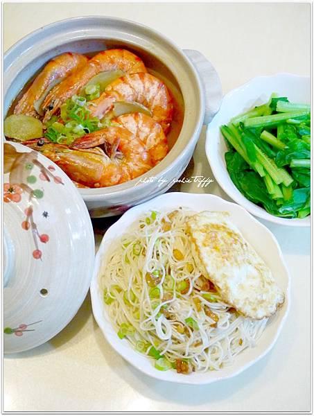 【麻油蝦。酥煎荷包蛋。麻油蔥酥麵線。清燙小松菜】