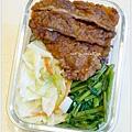 【清炒高麗菜。蒜香空心菜。炸豬里肌肉片。十穀飯】