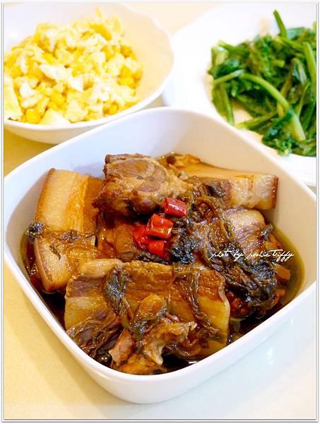 【梅干扣肉。玉米炒蛋。清燙A菜】